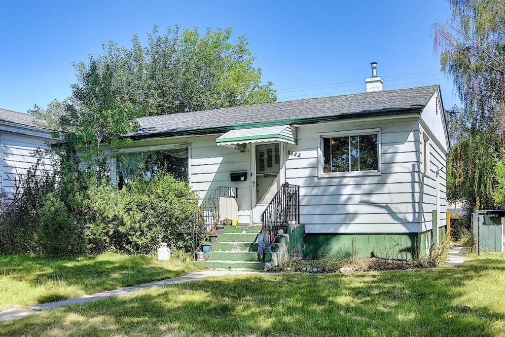Main Photo: 2522 4 Avenue NW in Calgary: West Hillhurst Detached for sale : MLS®# A1142089