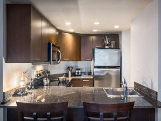 """Photo 11: 304 1212 HOWE Street in Vancouver: Downtown VW Condo for sale in """"1212 HOWE by Wall Financial"""" (Vancouver West)  : MLS®# R2221746"""