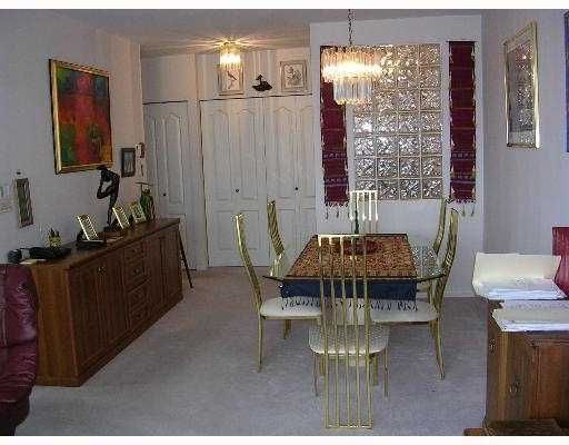 """Main Photo: 140 E 14TH Street in North Vancouver: Central Lonsdale Condo for sale in """"SPRINGHILL PLACE"""" : MLS®# V635846"""
