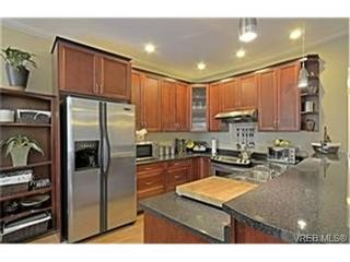 Photo 4: 937 Cavalcade Terr in VICTORIA: La Florence Lake House for sale (Langford)  : MLS®# 469003