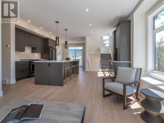 Photo 3: 383 TOWNLEY STREET in Penticton: House for sale : MLS®# 183468
