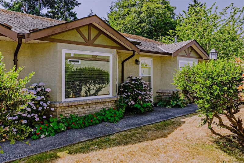 FEATURED LISTING: 5 - 1623 Caspers Way