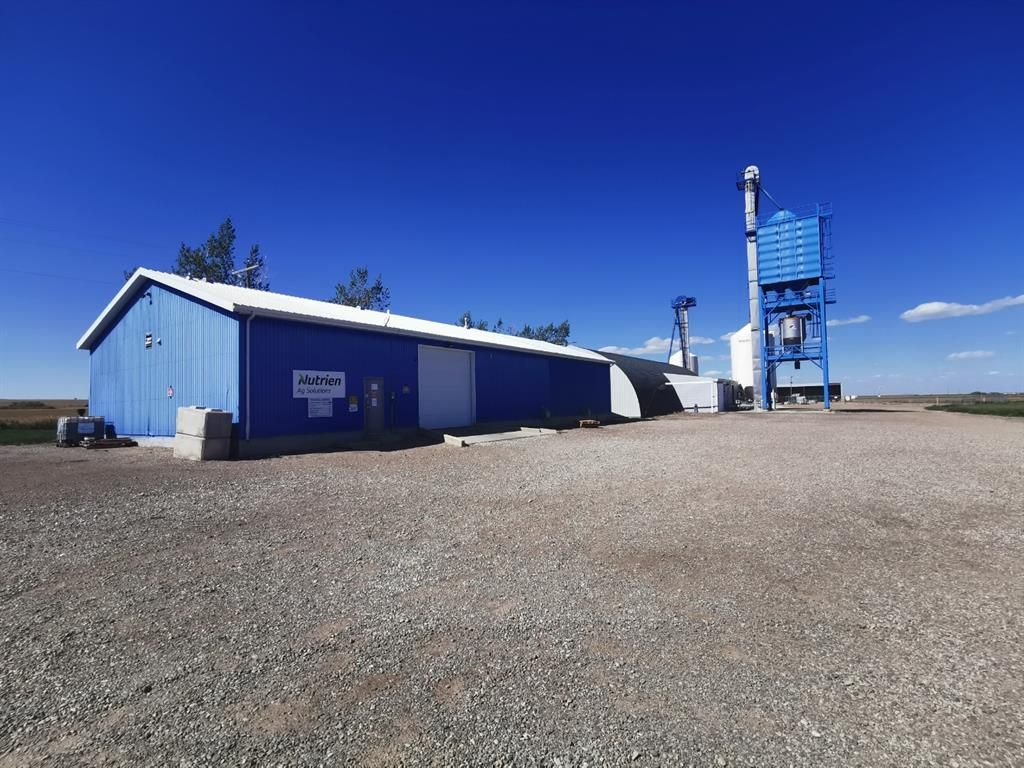 Main Photo: For Sale: On Hwy 5 in Magrath, Magrath, T0K 1J0 - A1152433