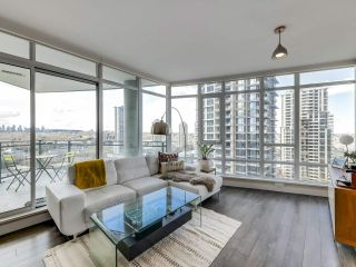 "Photo 3: 1210 2008 ROSSER Avenue in Burnaby: Brentwood Park Condo for sale in ""SOLO Stratus"" (Burnaby North)  : MLS®# R2563283"