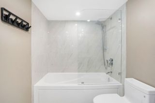 """Photo 11: 311 1450 PENNYFARTHING Drive in Vancouver: False Creek Condo for sale in """"Harbour Cove/False Creek"""" (Vancouver West)  : MLS®# R2618679"""