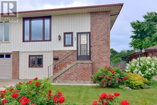 Photo 2: 57 WINDWOOD DRIVE in Leamington: House for sale : MLS®# 21011417