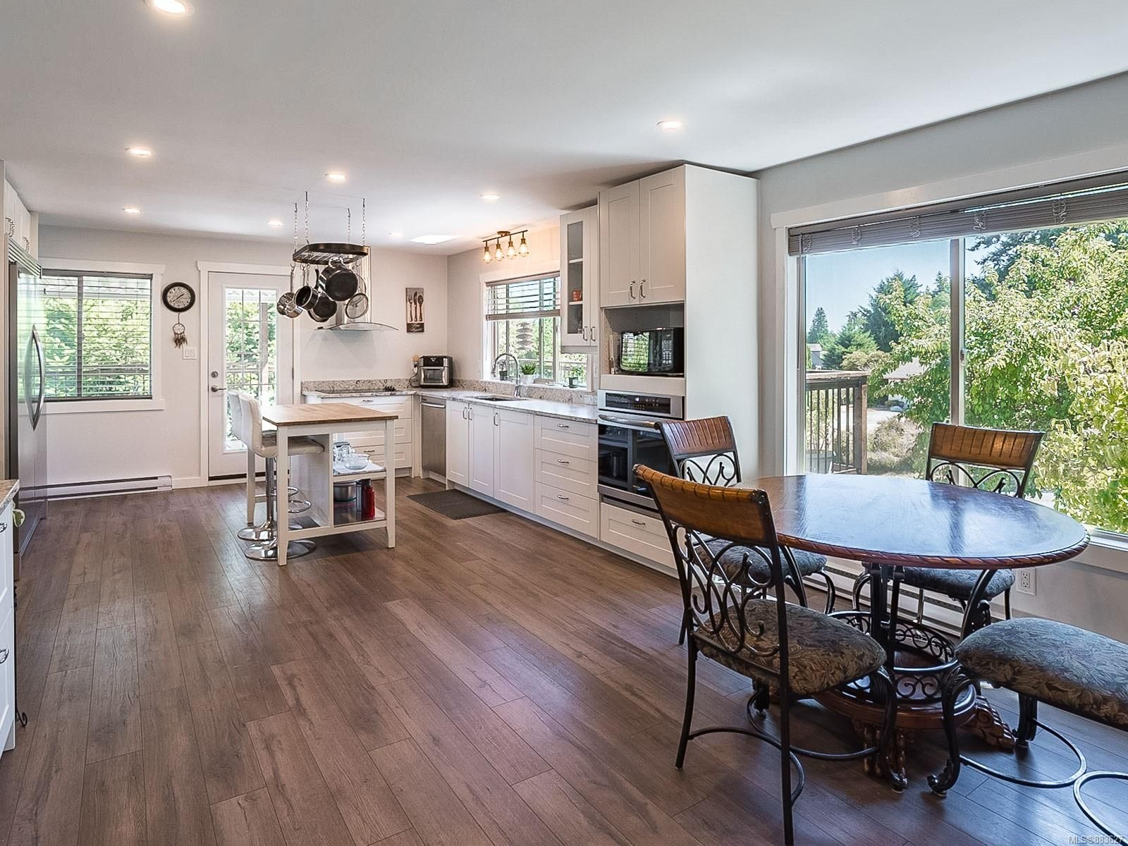 Main Photo: 3002 Persimmon Pl in Nanaimo: Na Departure Bay House for sale : MLS®# 883627