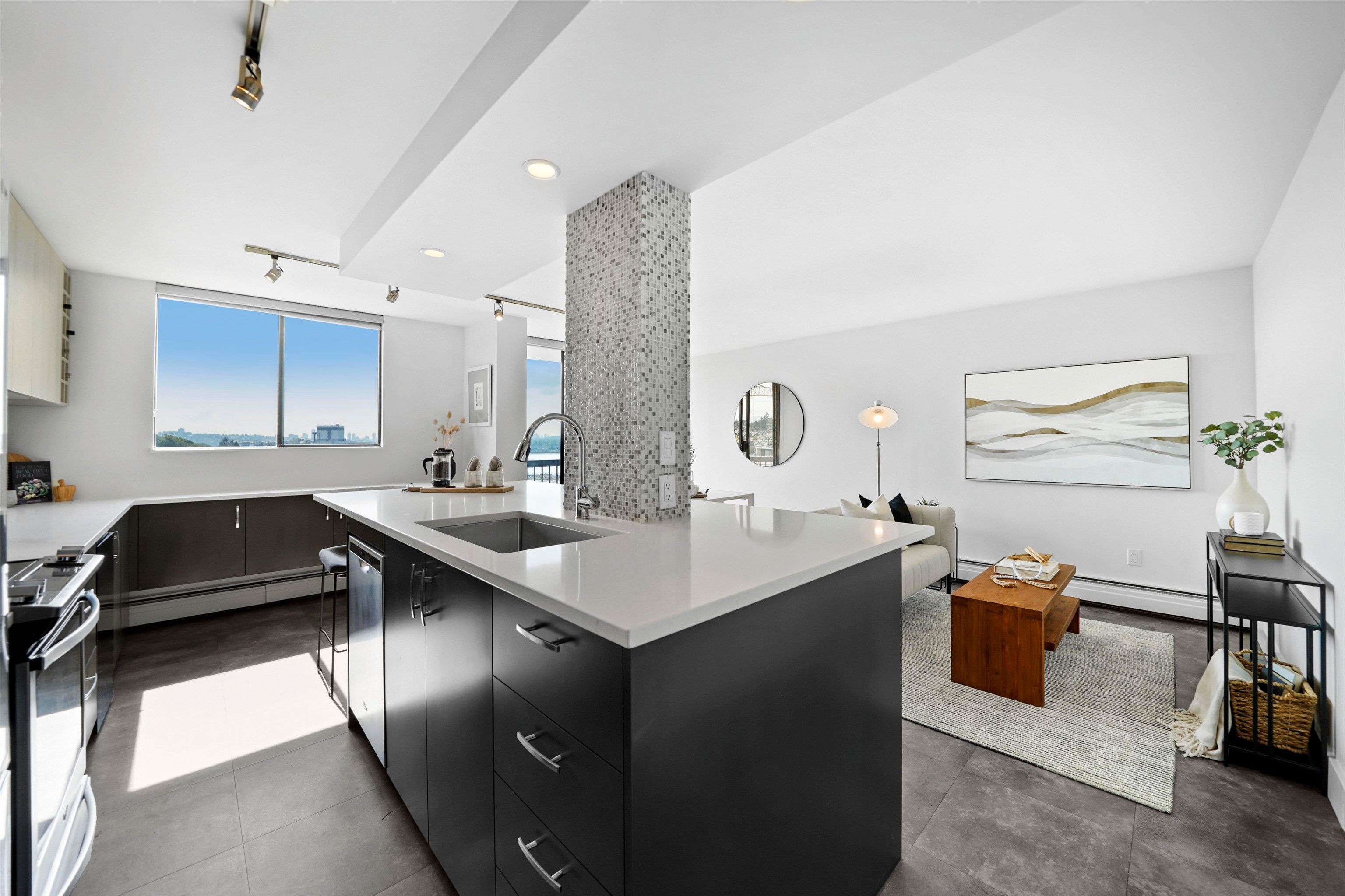 """Main Photo: 907 145 ST. GEORGES Avenue in North Vancouver: Lower Lonsdale Condo for sale in """"Talisman Tower"""" : MLS®# R2609306"""