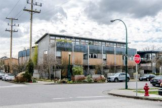 Photo 1: 396 E 15TH AVENUE in Vancouver: Mount Pleasant VE Townhouse for sale (Vancouver East)  : MLS®# R2356682