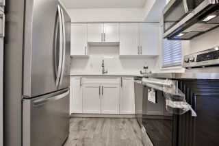 """Photo 7: 981 HOWIE Avenue in Coquitlam: Central Coquitlam Townhouse for sale in """"OAKWOOD"""" : MLS®# R2494241"""
