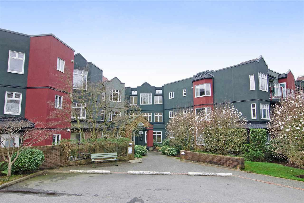 Main Photo: 216 121 W 29TH Street in North Vancouver: Upper Lonsdale Condo for sale : MLS®# R2045680