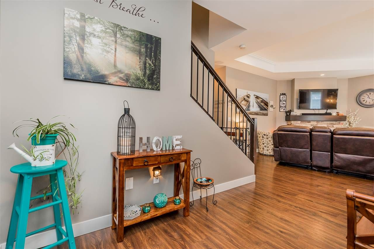 Photo 4: Photos: 51022 SOPHIE Crescent in Chilliwack: Eastern Hillsides House for sale : MLS®# R2437084