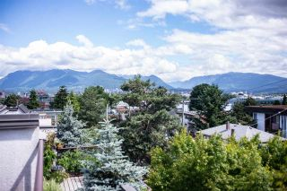 """Photo 1: 402 2222 PRINCE EDWARD Street in Vancouver: Mount Pleasant VE Condo for sale in """"SUNRISE ON THE PARK"""" (Vancouver East)  : MLS®# R2285545"""