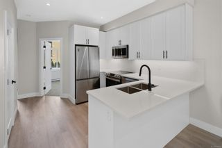 Photo 8: 2706 Graham St in Victoria: Vi Hillside Row/Townhouse for sale : MLS®# 884555