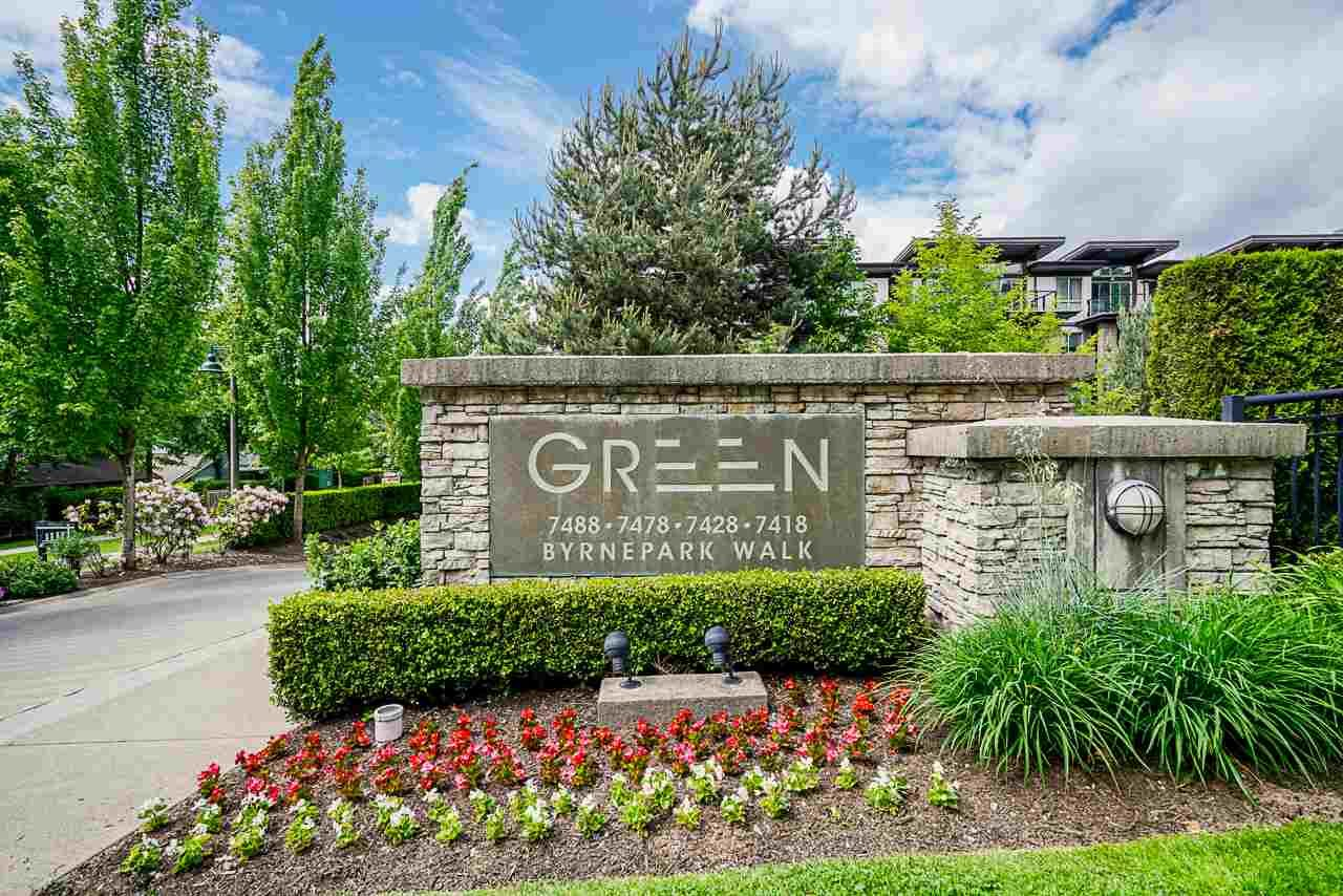 Main Photo: 302 7428 BYRNEPARK WALK in Burnaby: South Slope Condo for sale (Burnaby South)  : MLS®# R2458762