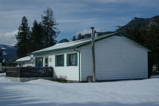 Photo 1: 813 Trans Canada Highway in Sicamous: House for sale : MLS®# 10023150
