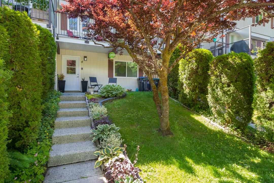 """Main Photo: 4 10000 VALLEY Drive in Squamish: Valleycliffe Townhouse for sale in """"VALLEYVIEW PLACE"""" : MLS®# R2590595"""