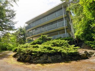 Photo 1: A & B 3302 Haida Dr in VICTORIA: Co Triangle Triplex for sale (Colwood)  : MLS®# 771482
