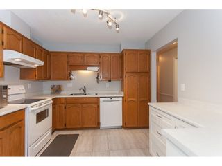 """Photo 10: 4 33123 GEORGE FERGUSON Way in Abbotsford: Central Abbotsford Townhouse for sale in """"The Britten"""" : MLS®# R2238767"""