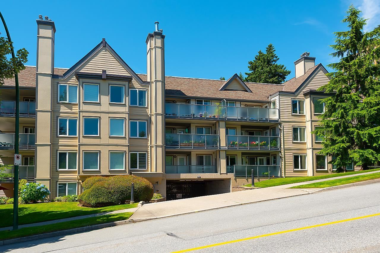 """Main Photo: 321 6707 SOUTHPOINT Drive in Burnaby: South Slope Condo for sale in """"MISSION WOODS"""" (Burnaby South)  : MLS®# R2596973"""