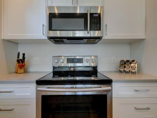 Photo 17: 3 1146 Caledonia Ave in Victoria: Vi Fernwood Row/Townhouse for sale : MLS®# 842254