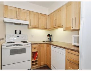 """Photo 6: 102 1525 PENDRELL Street in Vancouver: West End VW Condo for sale in """"CHARLOTTE GARDENS"""" (Vancouver West)  : MLS®# V754405"""