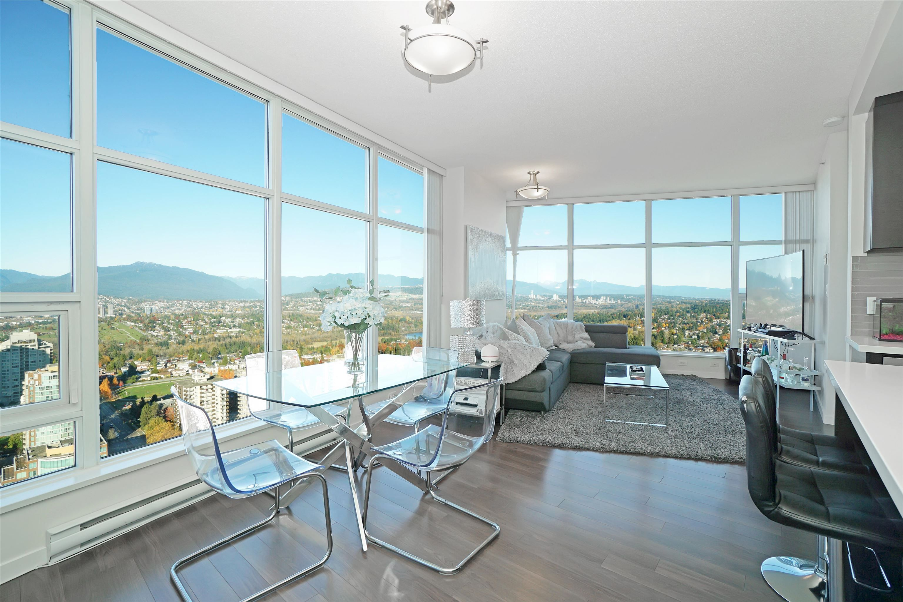 Main Photo: 3702 4880 BENNETT STREET in Burnaby: Metrotown Condo for sale (Burnaby South)  : MLS®# R2612075
