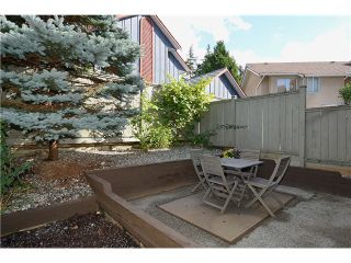 """Photo 3: 43 900 W 17TH Street in North Vancouver: Hamilton Townhouse for sale in """"FOXWOOD HILLS"""" : MLS®# V971777"""