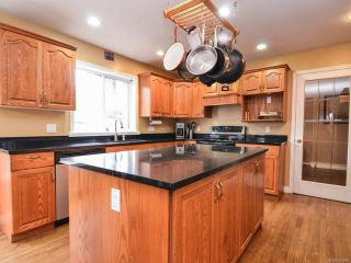 Photo 4: 698 Windsor Pl in CAMPBELL RIVER: CR Willow Point House for sale (Campbell River)  : MLS®# 745885