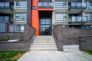 Photo 2: 304 5485 BRYDON Crescent in Langley: Langley City Condo for sale : MLS®# R2584577