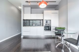"Photo 10: 703 123 W 1ST Avenue in Vancouver: False Creek Condo for sale in ""Compass"" (Vancouver West)  : MLS®# R2404404"