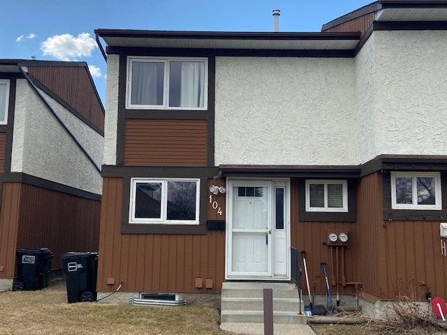 Main Photo: 104 16725 106 Street in Edmonton: Zone 27 Townhouse for sale : MLS®# E4240117