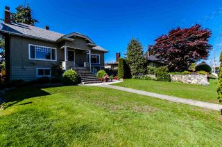 Photo 2: 905 EDINBURGH STREET in New Westminster: Moody Park House for sale : MLS®# R2067941