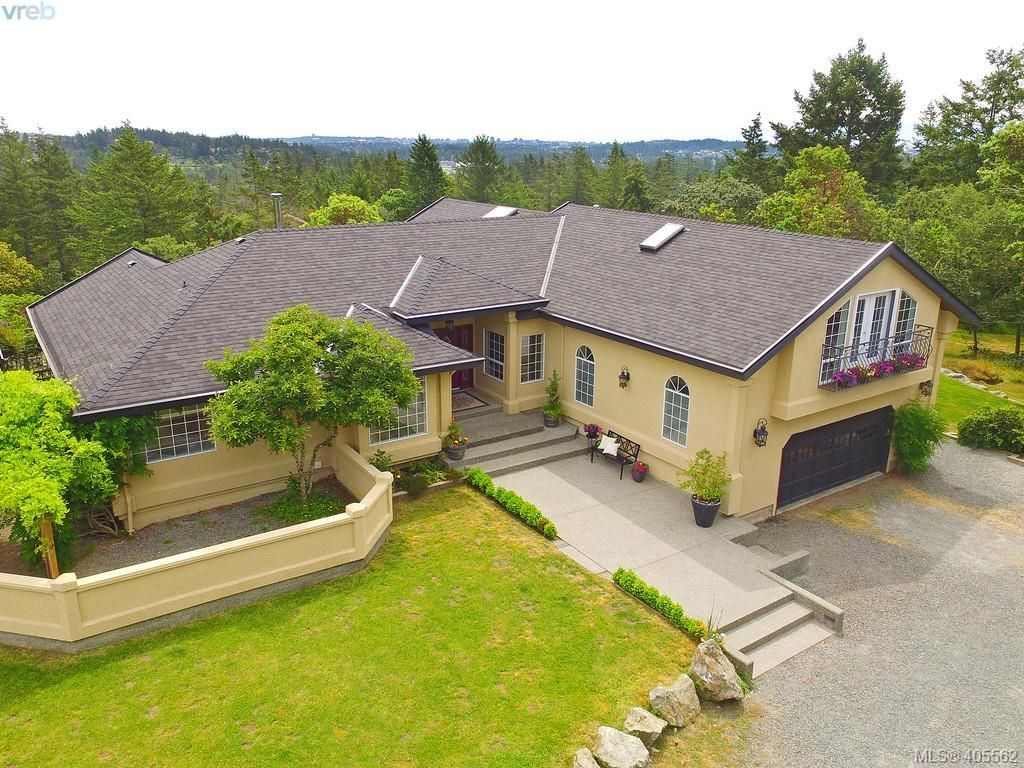 Main Photo: 1716 Woodsend Dr in VICTORIA: SW Granville House for sale (Saanich West)  : MLS®# 805881