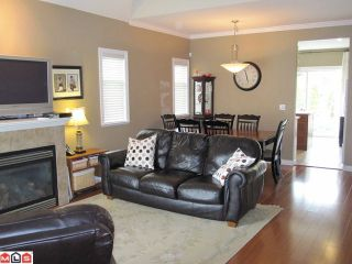 """Photo 1: 18 8717 159TH Street in Surrey: Fleetwood Tynehead Townhouse for sale in """"SPRINGFIELD GARDENS"""" : MLS®# F1011185"""