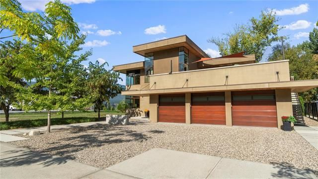 Main Photo: 821 Harbourfront Drive, NE in Salmon Arm: House for sale : MLS®# 10233421
