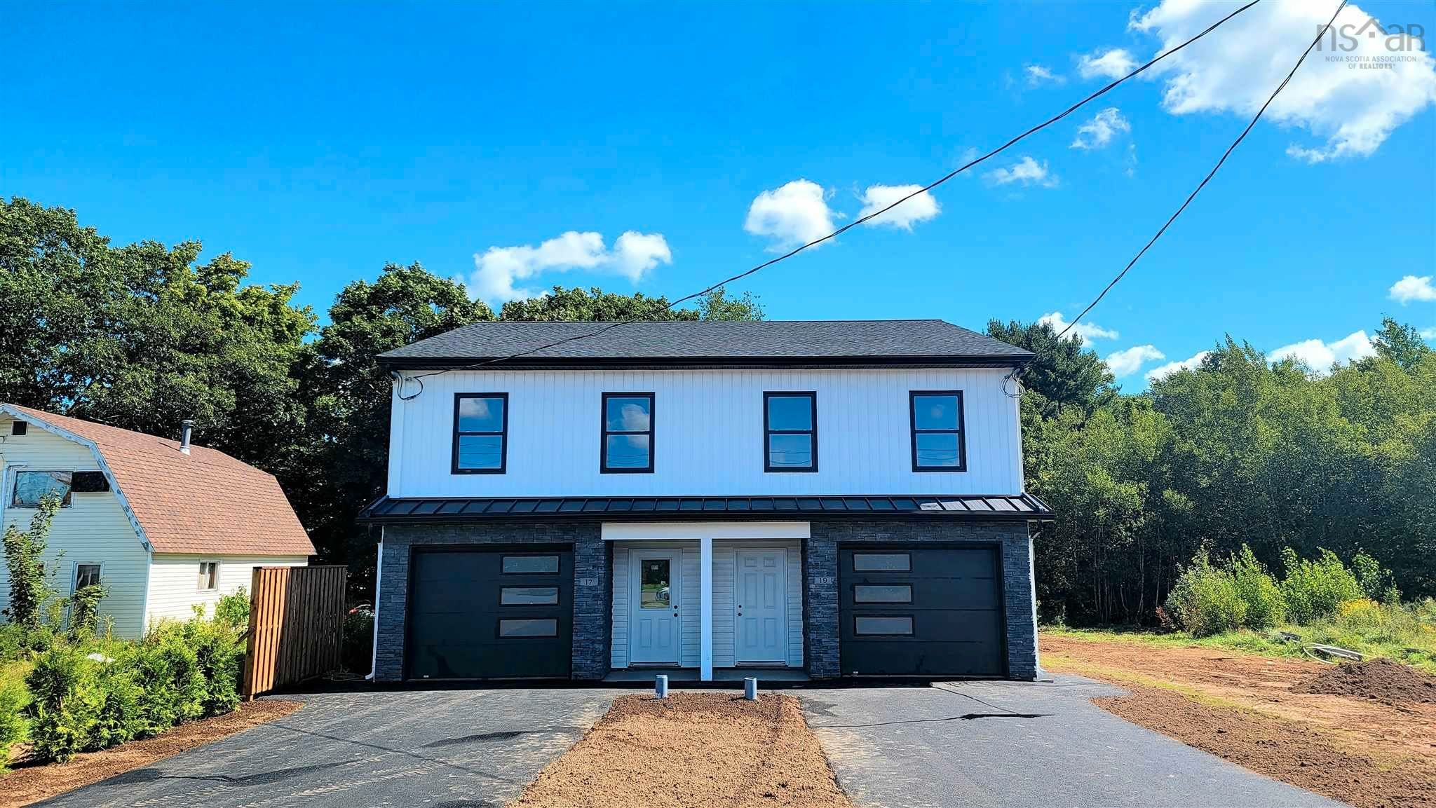 Main Photo: 19 Turner Drive in New Minas: 404-Kings County Residential for sale (Annapolis Valley)  : MLS®# 202123670