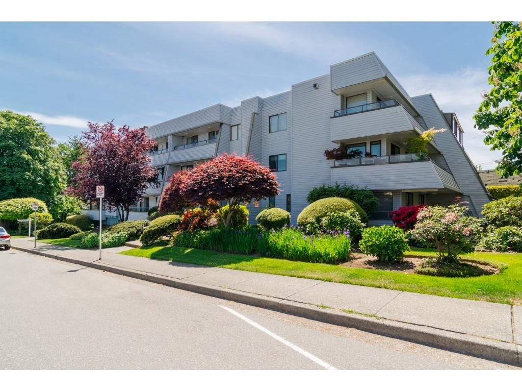 """Main Photo: 101 1341 GEORGE Street: White Rock Condo for sale in """"Oceanview"""" (South Surrey White Rock)  : MLS®# R2600581"""