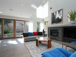 Photo 7: 2003 Runnymede Ave in : Vi Fairfield East House for sale (Victoria)  : MLS®# 853915