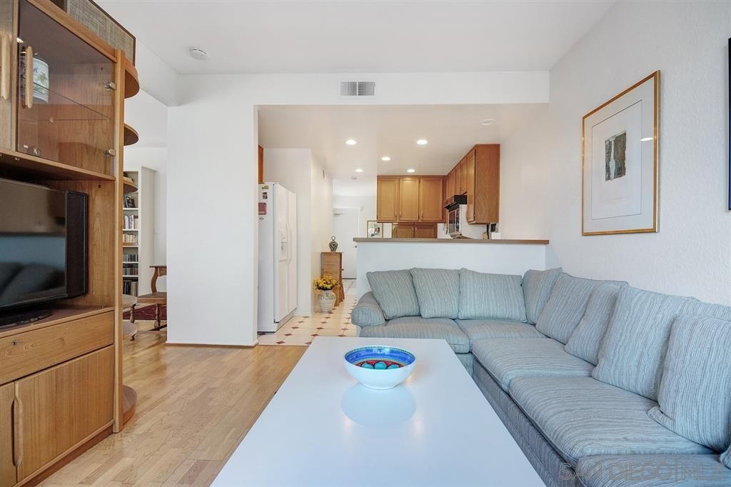 Photo 9: Photos: CARMEL VALLEY Townhouse for rent : 3 bedrooms : 3631 Fallon Circle in San Diego