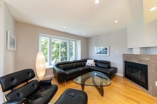 Photo 2: 1106 ST. GEORGES Avenue in North Vancouver: Central Lonsdale Townhouse for sale : MLS®# R2460985