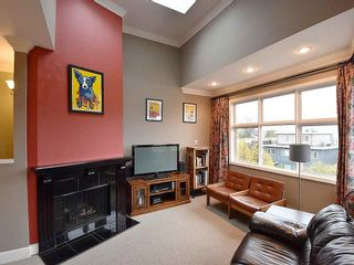 """Photo 2: 13 1620 BALSAM Street in Vancouver: Kitsilano Townhouse for sale in """"OLD KITS TOWNHOMES"""" (Vancouver West)  : MLS®# R2012310"""