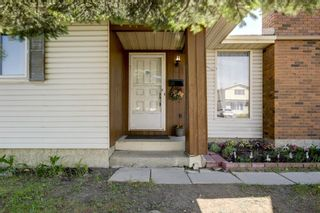 Photo 2: 10 Radcliffe Crescent SE in Calgary: Albert Park/Radisson Heights Detached for sale : MLS®# A1121871