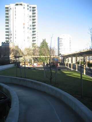 Photo 24: 1901 39 6TH Street in New Westminster: Downtown NW Home for sale ()  : MLS®# V860746