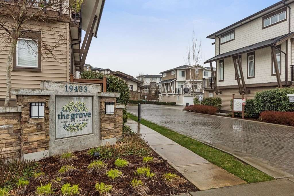 """Main Photo: 29 19433 68 Avenue in Surrey: Clayton Townhouse for sale in """"THE GROVE"""" (Cloverdale)  : MLS®# R2239745"""