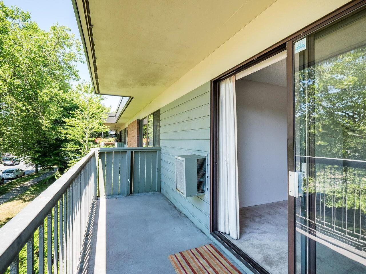 """Photo 9: Photos: 209 2600 E 49TH Avenue in Vancouver: Killarney VE Condo for sale in """"Southwinds"""" (Vancouver East)  : MLS®# R2600173"""