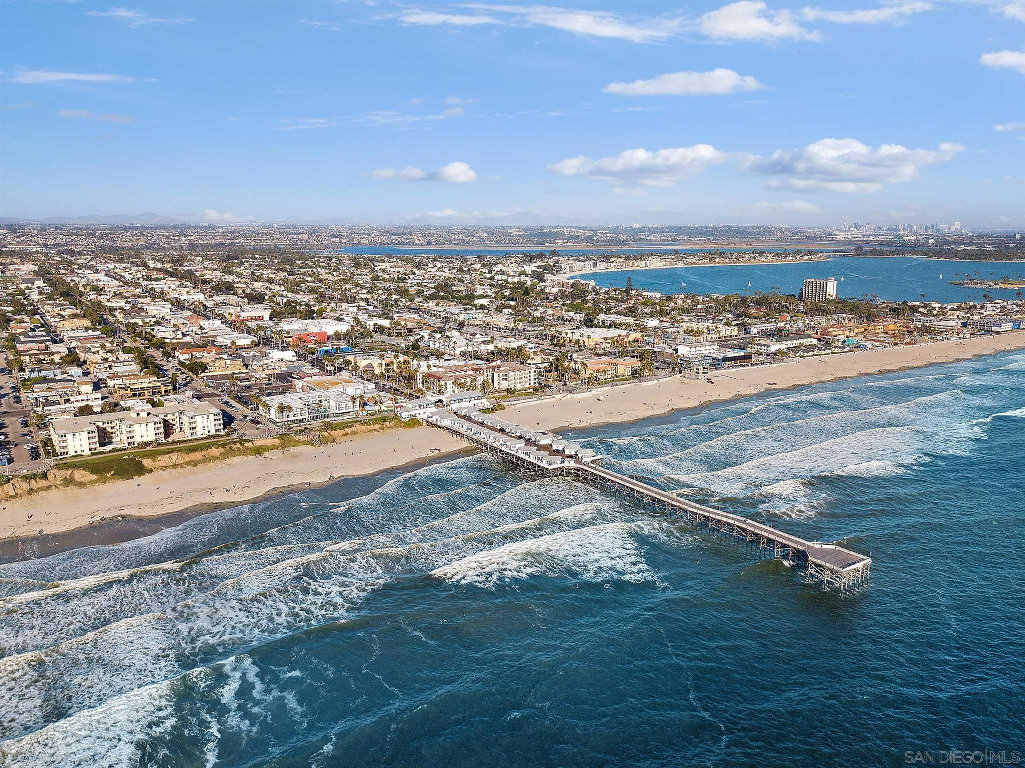 Main Photo: PACIFIC BEACH House for sale : 2 bedrooms : 4286 Fanuel St