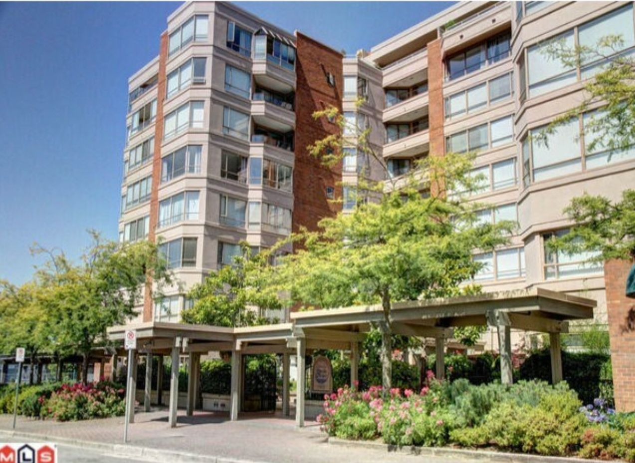 Photo 1: Photos: 410, 15111 Russell Avenue: White Rock Condo for sale (South Surrey White Rock)  : MLS®# R2152299