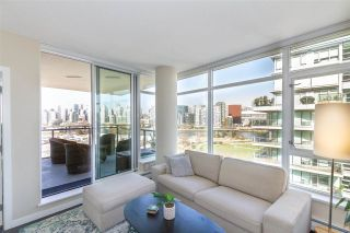 "Photo 2: 1008 1708 COLUMBIA Street in Vancouver: False Creek Condo for sale in ""Wall Centre- False Creek"" (Vancouver West)  : MLS®# R2560917"