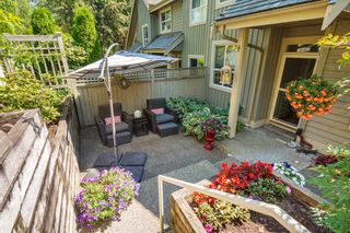 "Photo 2: 2940 PANORAMA Drive in Coquitlam: Westwood Plateau Townhouse for sale in ""SILVER OAKS"" : MLS®# R2296635"